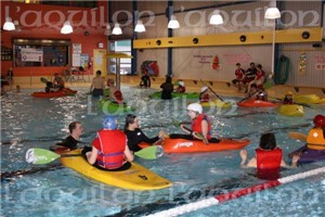 À Fort Smith, des adolescents apprennent les rudiments du kayaking (Photo : Réseau TNO Santé)