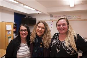 Christine Sivret, Carolyn Matthews, et Allie McDonald, trois enseignantes en immersion  de Fort Smith. (Crédit photo: Denis Lord)